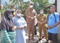 Bupati Pohuwato Saipul Mbuinga mengunjungi keluarga korban kebakaran di Paguat.(f.hms)