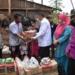Plt Bupati Boalemo Ir. H. Anas Jusuf menyerahkan paket bantuan kepada korban bencana alam di Desa Hungayonaa Kecamatan Tilamuta.(F.HMS)