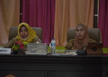 Wakil Bupati Pohuwato, Suharsi Igirisa, membuka kegiatan penguatan dan pembinaan pelayanan publik yang di selenggarakan oleh Ortala, Selasa (08/06/2021).(f.hms)