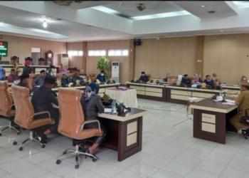 Pansus Hak Angket DPRD Gorut menggelar rapat permintaan penjelasan pihak terkait, Selasa (15/6/2021).(f.istimewa)