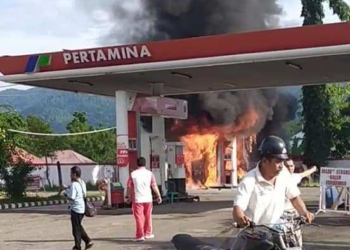 Kebakaran terjadi di SPBU Tilamuta.(f.istimewa)