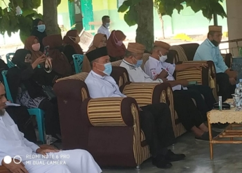 Plt Bupati Boalemo Ir. H. Anas Jusuf MSi bersama Pembina Alkhairat Kabupaten Boalemo, Abdul Gawi Djafar pada Rapat Komda Alkhairat.(f.istimewa)
