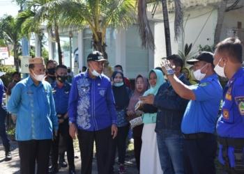 Plt Bupati Boalemo Ir. H. Anas Jusuf MSi meninjau lokasi kebakaran kantin di area RSTN Kabupaten Boalemo.(f.hms)