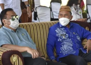 Wakil Ketua DPR RI, Rachmat Gobel bersama Plt Bupati Boalemo Anas Jusuf.