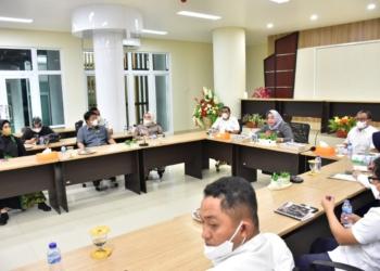 Wakil Bupati Pohuwato, Suharsi Igirisa memimpin studi tiru dengan Pemda Sulteng, Selasa (28/9/2021).(f.hms)