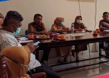 Komisi I DPRD Gorut saat rapat bersama Badan Pengelola Aset Daerah dan sejumlah OPD terkait. (Rol/nn)
