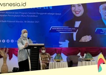 Anggota DPR RI dari Sulbar, Ratih Megasari Singkarru saat berbicara dalam Worshop Pendidikan di Polman, Senin (18/10/2021). (lif/nn)