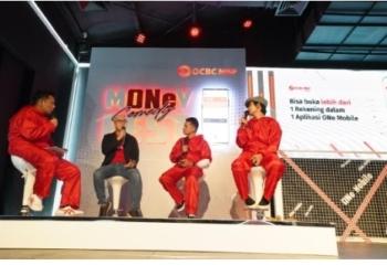 Konferensi Pers Launching New ONe Mobile App by OCBC NISP - (Kiri - Kanan) Boris Bokir, Ka Jit, selaku Direktur Bank OCBC NISP, Adjis Doa Ibu, dan Indra Jegel, tengah berbincang seru mengenai kemudahan fitur New ONe Mobile. Jumat (15/10/2021).(pr)